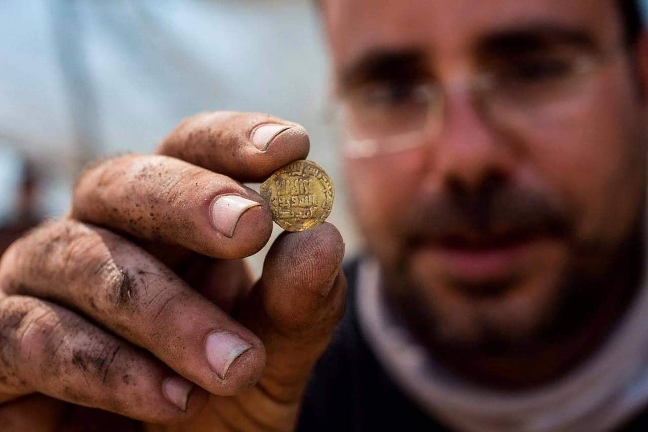 425 keping koin emas kekhalifahan abbasiyah