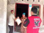Warga Kontak Erat Dengan Pasien Positif Covid Terima Bantuan Sembako