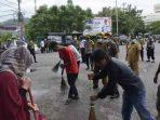 Puluhan Warga Terjaring Operasi AKB, Sangsi Bersihkan Lingkungan