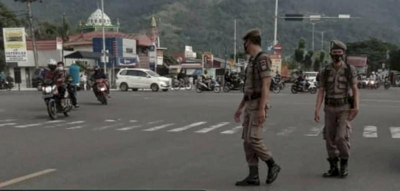 Satpol PP Kota Padang Ajak Warga Agar Tak Memberi di Lampu Merah