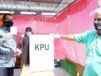 Wawako Pariaman Mardison Mahyuddin Mencoblos di TPS 1 Desa Kampung Baru