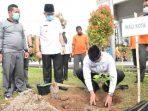 1.800 Bibit Pohon Buah Ditanam Pemko Padang