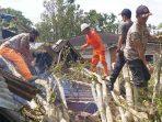 Angin Kencang Tumbangkan Pohon, Dua Rumah di Sungai Tampang Rusak