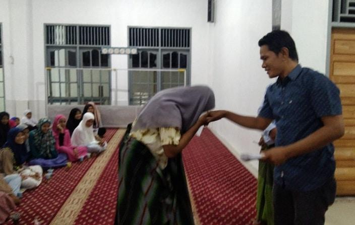42 Anak Yatim Dapatkan Santunan dari Pengurus Masjid Nurul Falah Sungai Nibung