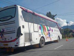 Jalur Kelok 44 Kembali Normal, Usai Evakuasi Bus Pariwisata Tersangkut di Kelok 10