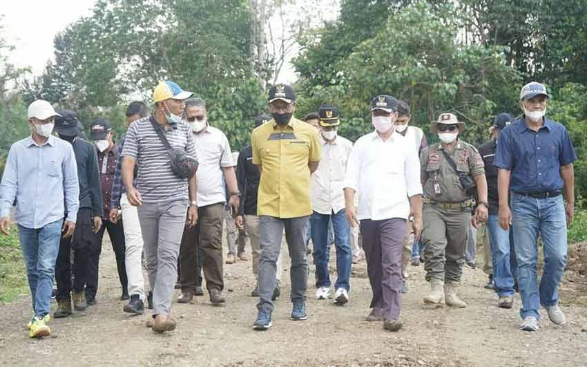 Bupati Khairunas Tinjau Proyek Pembangunan Jalan Lingkar Abai