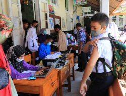 Hadirkan 4 Tim Vaksinator, 500 Orang Divaksin SMPN 1 Payakumbuh